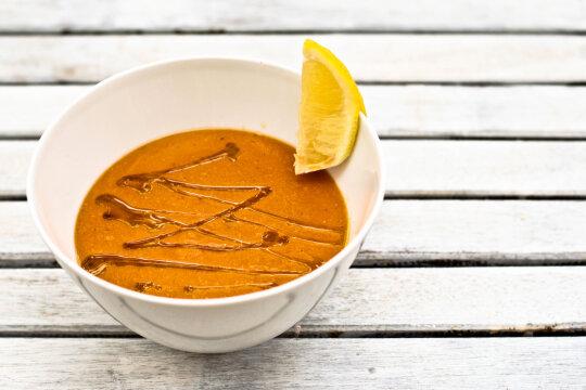 Turecka Zupa Z Czerwonej Soczewicy I Pomidorow Przepis Gotuj Z